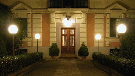 illuminazione viali lioni da giardino per illuminare gli spazi esterni