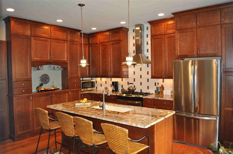 Decorating Ideas For Kitchen With Cherry Cabinets by How To Clean Cherry Kitchen Cabinets Inspiring Home Ideas