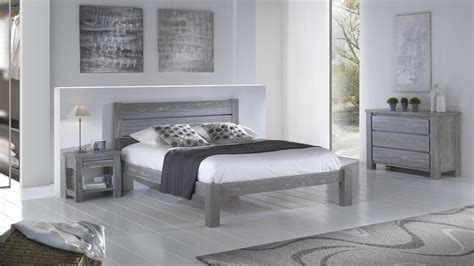 chambre en pin chambre avec lit chevet commode et armoire en pin