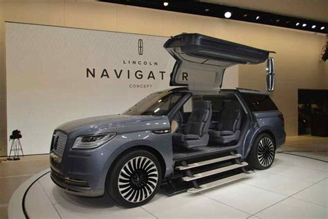 lincoln navigator  suv review price specs