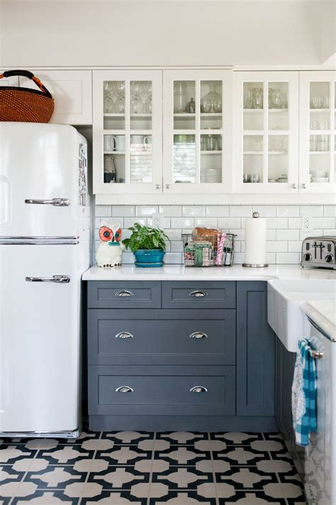 farmhouse 2 tone kitchen cabinets stunning kitchen designs with two toned cabinets