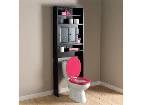 un meuble de toilette