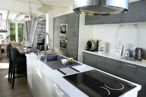 parquet dans une cuisine rénovation de maison petit chantier ou gros travaux