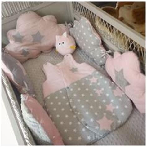 ensemble tour de lit b 233 b 233 gigoteuse pale blanc et gris nuage v 234 tement bebe