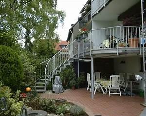 balkon mit treppe in den garten kreative ideen fur With garten planen mit balkon mit treppe anbauen