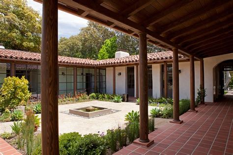 modern adobe house  southern california  dutton architects courtyard   central