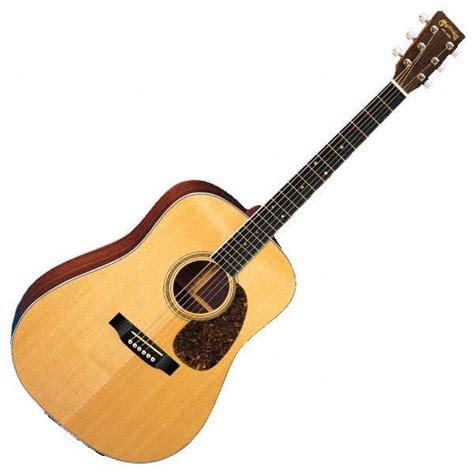 Gitar juga termasuk dalam alat musik harmonis, yang artinya gitar bisa dimainkan untuk membentuk chord guna mengiringi sebuah lagu atau musik. Muhammad Cefi: ALAT MUSIK
