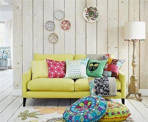 canape boheme 20 salons avec un canapé jaune joli place