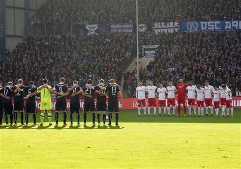 Die ostwestfalen siegten letztes wochenende überraschend bei bayer leverkusen und verließen durch den dreier die abstiegsplätze. Saisonvorschau 2020/21: Arminia Bielefeld - Kicker Freunde