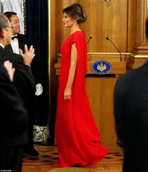 Мелания Трамп надела на встречу с президентом Польши пальто за $4 тыс - Светская жизнь - Леди Mail.Ru