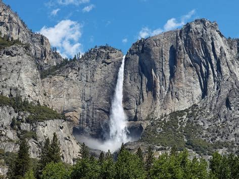 View Yosemite Falls Spring National Park