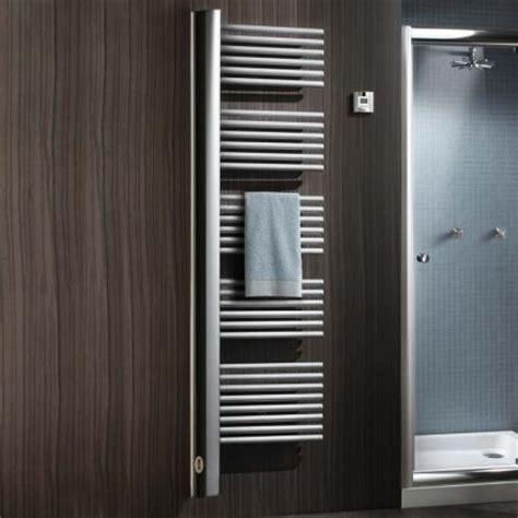 puissance radiateur chambre les 25 meilleures idées de la catégorie porte serviette