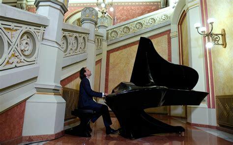 Erdélyben is fellép koncertturnéja keretében Bogányi Gergely