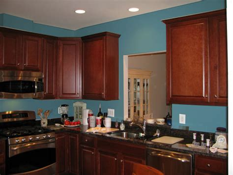 cuisine cerise what color paint goes with cherry kitchen cabinets