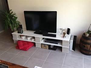 Meuble Tv Original : les 9 meilleures images du tableau meubles parpaings sur pinterest parpaings blocs de b ton ~ Teatrodelosmanantiales.com Idées de Décoration