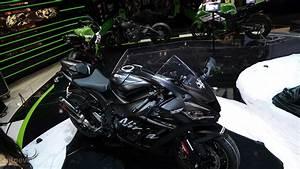 EICMA: 2016 Kawasaki Ninja ZX-10R and KRT Replica Pack 210