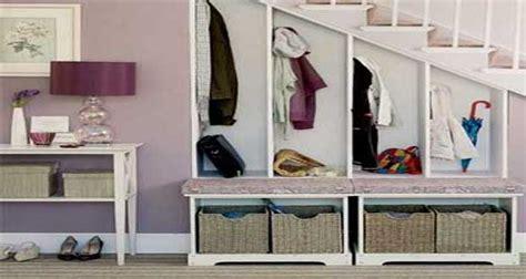 bureau sympa aménager un petit espace sous escalier sympa