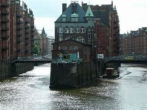 Tiny House Hamburg : tiny house on water in germany petite maison sur l 39 eau en allemagne hambourg kleines ~ A.2002-acura-tl-radio.info Haus und Dekorationen