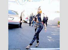 Hottttt Nicki Minaj's B00Bs hang out in a cropped