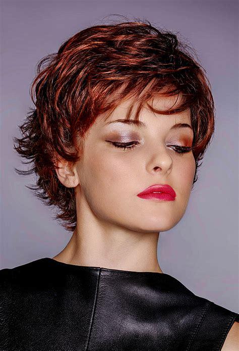 haare mit roten strähnen bilder pfiffige kurzhaarfrisur mit roten haaren und str 228 hnen rote haare