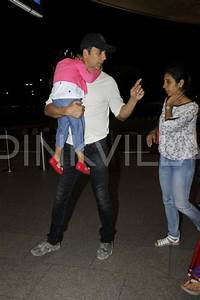 Akshay Spotted with wife Twinkle and Kids Aarav and Nitara