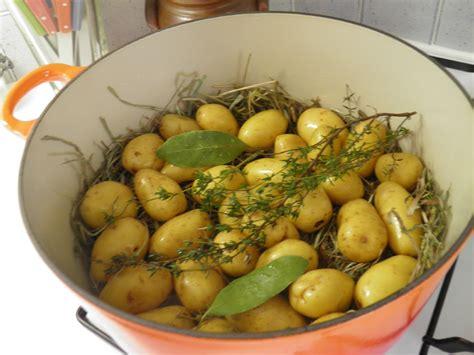 cuisiner avec une cocotte en fonte légumes pommes de terre quot grenaille quot à la vapeur de foin
