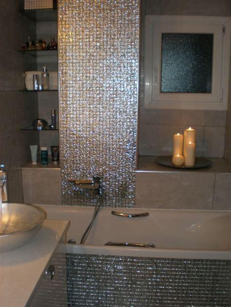 elegante glaenzende mosaik fliesen fuers bad romantische