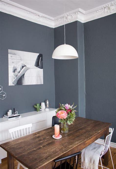 wohnzimmer waende farbig gestalten