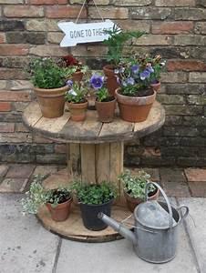 1001 idees astuces brico pour creer une table en touret With meuble pour pot de fleur