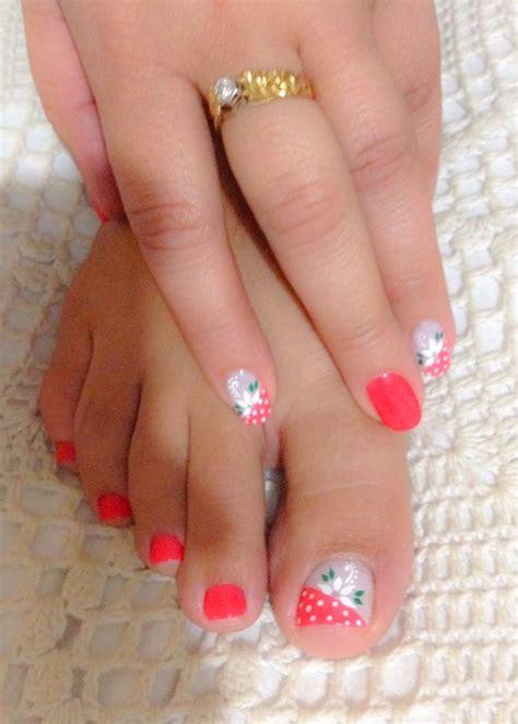 Basta con buscar en la web y en redes sociales como instagram, para encontrarnos con un montón de inspiración a la hora de decorar la manicura. Decoración uñas de manos y pies, color rosado y blanco, puntos, flores | Uñas manos y pies ...