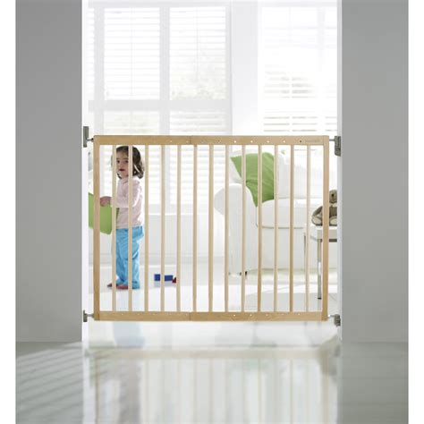 barriere protection bebe escalier barri 232 re de s 233 curit 233 enfant munchkin bois l 63 5 106 cm h 71 cm leroy merlin