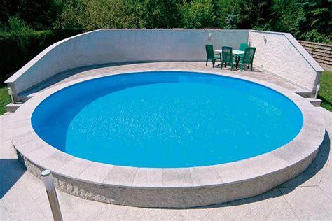 Runder Pool Im Garten by Die Verschiedenen Bauarten Schwimmbecken Und Pools