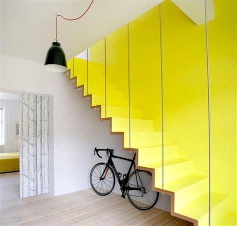 montee escalier bois jaune design contemporaine velo 2 picslovin