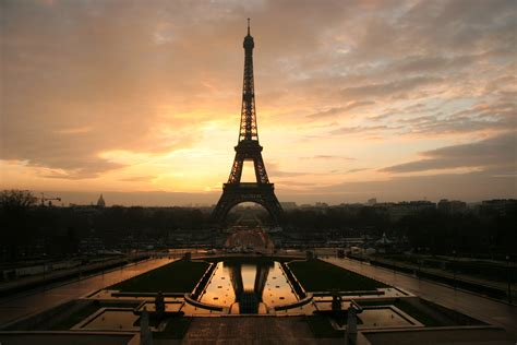 Night Time Eiffel Tower Photos Are A Copyright Violation