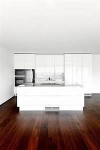 Dunkler Boden Weiße Sockelleisten : wohnideen dunkler boden ~ Markanthonyermac.com Haus und Dekorationen