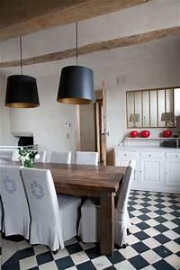 Salle a manger sol mosaique de carrelage noir et blanc for Deco cuisine pour table salle a manger blanc et bois