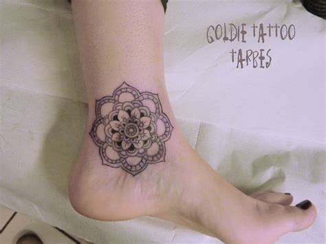 fleurs goldie tattoo
