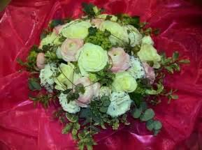fleurs artificielles mariage panier pastel pour mariage panier renoncules