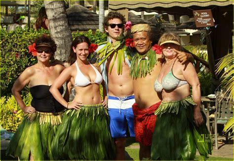 foto de Jennifer Love Hewitt & Alex Beh: Hula in Hawaii : Photo