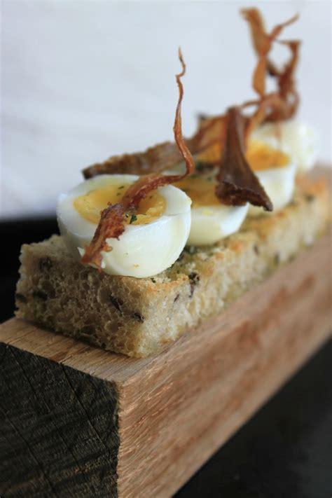 canape oeuf canapés aux œufs de caille et pleurote frite photo de