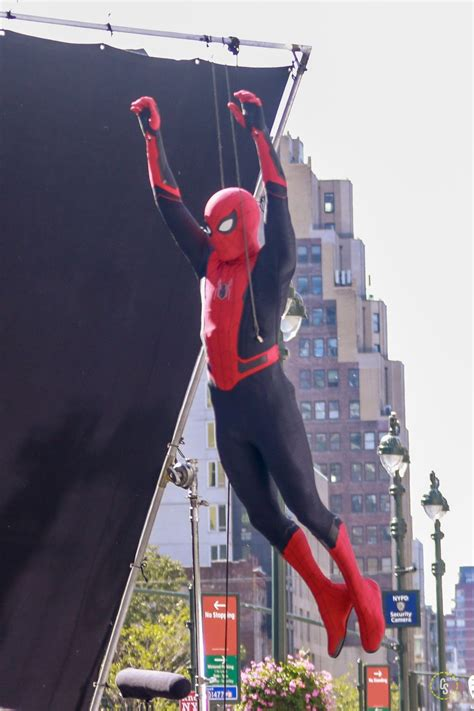 spider man   home suit revealed