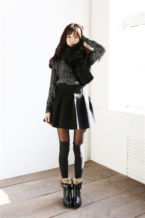 25+ best ideas about Korean fashion winter on Pinterest | Korean fashion fall Long socks outfit ...