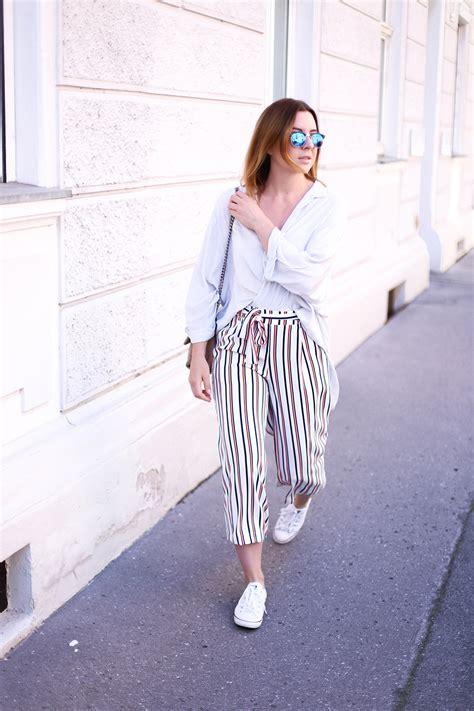 Innsbruck Streetstyle Culotte mit Streifen und Sneakers