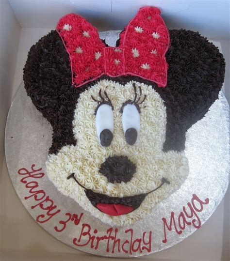 minnie mouse cake  buttercream frosting  star