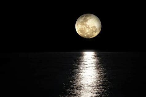 Hingga saat ini ternyata masih saja ada mitos yang tersebar di masyarakat mengenai gerhana bulan, seperti Mitos Gerhana Penumbra Menurut Orang Jawa, Antara Fenomena dan Bencana - Isu Bogor