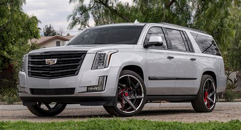 Cadillac Escalade Looks Even More Imposing With Blacked