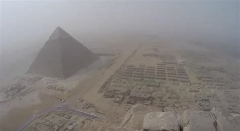 muenchener klettert auf pyramiden von gizeh