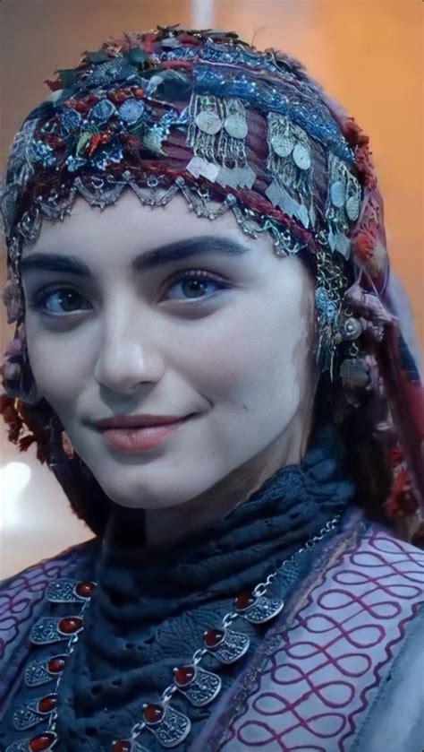 Osman gazi ilk evliliğini 1280 yılında, orhan gazi'nin annesi olan ve selçuklu vezirlerinden ömer. Bala Hatun Ozge wallpaper by Ibtesamlatif05 - 38 - Free on ZEDGE™