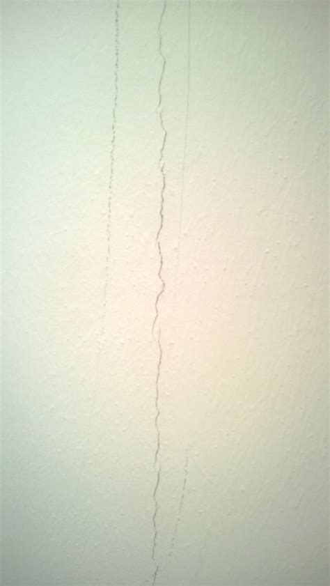 Putzrisse Außen Ausbessern by Putzrisse Ausbessern Risse In Der Wand Mit Acryl