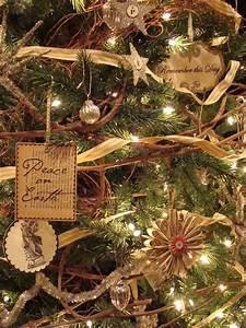 40 Beautiful Vintage Christmas Tree Ideas - DigsDigs